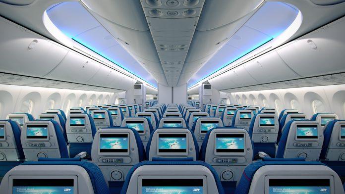 LOT Dreamliner SAMOLOT