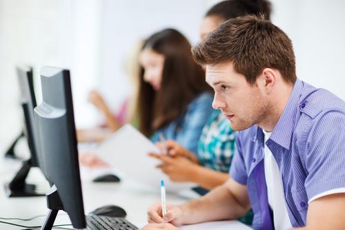 Eksperci alarmują – trwa gwałtowny spadek liczby studentów