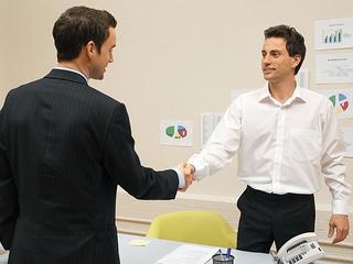 Jak pomóc sobie w biznesie i pozyskać klientów?