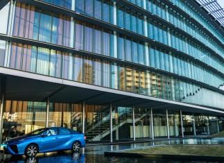 Pierwszy seryjny model na wodorowe ogniwa paliwowe – Toyota Mirai