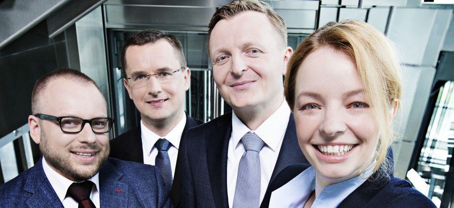 O czwórkę nowych partnerów powiększył się zespół firmy doradczej EY. Do tego grona 1 lipca dołączyli: Maja Mandela, Łukasz Jeśkiewicz, Jakub Kraszkiewicz i Zbigniew Liptak.