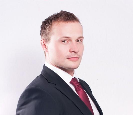 Adam Puchacz, adwokat w kancelarii JKP Adwokaci we Wrocławiu