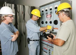 Napięcia w pracy przy urządzeniach elektroenergetycznych