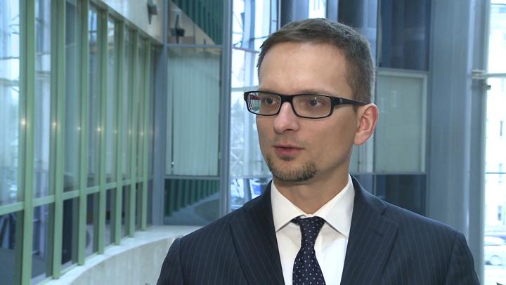 Coraz mniej Polaków korzysta z gotówki. W tym roku hitem będą zbliżeniowe płatności telefonem