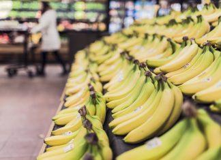 sklep owoce banany supermarket