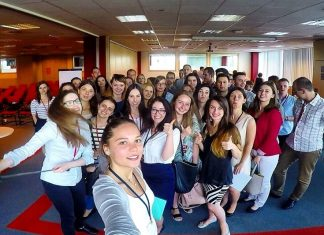 Selfie uczestników praktyk Shell Business Operations
