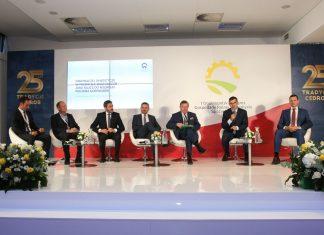 Zdj 3, od lewej Paweł Grzybowski, Paweł Witaszek, Andrzej Goździkowski, Jan Kolański, prof. Tadeusz Trziszka, Jacek Karnowski oraz Mateusz Morawiecki