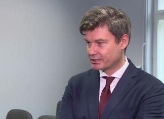 Raport WEI: Inwestycje zagraniczne w Polsce hamują. Niepewna sytuacja w kraju zaczyna odstraszać zagraniczny kapitał