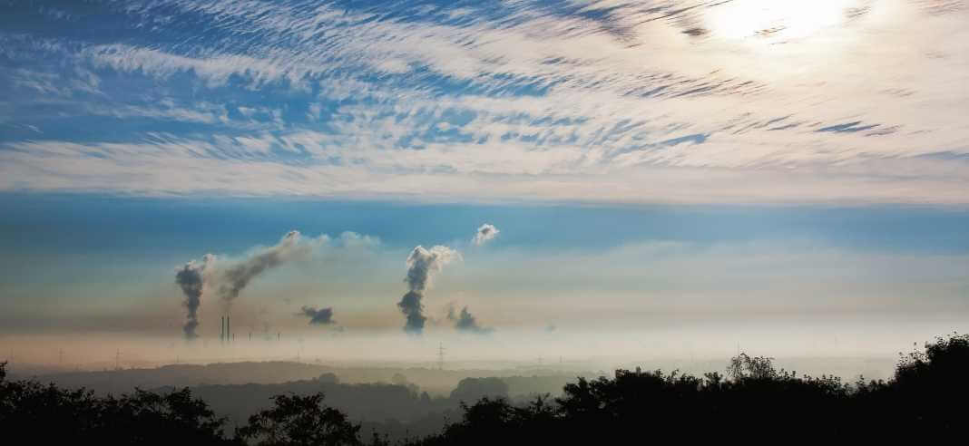 smog fabryka huta kominy