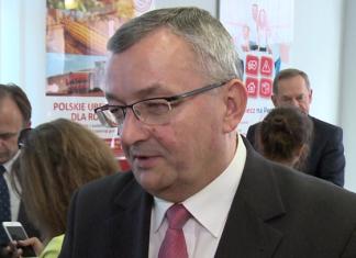80 proc. upraw ma być objętych ochroną dzięki dystrybucji ubezpieczeń przez Pocztę Polską. W ciągu 3 lat dopłaty rządowe do ochrony upraw i zwierząt gospodarskich mają sięgnąć 1,8 mld zł