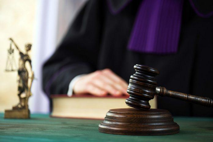 prawo sąd wyrok