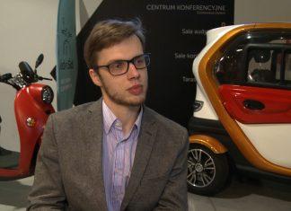 Zeroemisyjny pojazd trójkołowy przyszłością usług kurierskich i pocztowych. Koszt przejechania 100 km to 2 złote