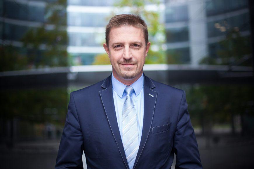 Michał Sikora, konsultant ds. gruntów, spraw technicznych i Specjalnych Stref Ekonomicznych wdziale powierzchni przemysłowych i logistycznych firmy Cushman & Wakefield