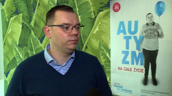 Polacy nie wiedzą, czym jest autyzm. Co dziesiąty uważa, że może zostać nabyty przez złe wychowanie