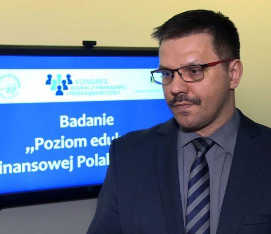 Prawie połowa Polaków wysoko ocenia swoją wiedzę o finansach. Największe braki dotyczą podatków i cyberbezpieczeństwa