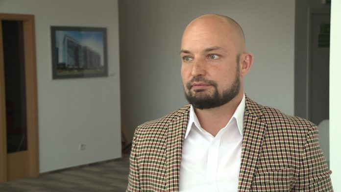 Wraz z rosnącą liczbą ukraińskich pracowników przybywa usług do nich skierowanych. Do sieci komórkowych i banków dołączają kina i sklepy spożywcze