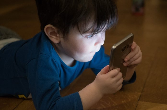 dziecko telefon