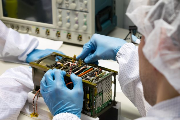 PW-Sat2 montaż satelity