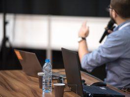 konferencja wykład raport komputer marketing