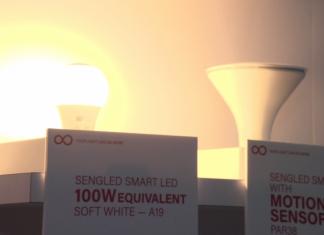 Inteligentnym oświetleniem można już sterować za pomocą głosu. Na rynek trafia też pierwszy, inteligentny zamiennik 100-watowej żarówki