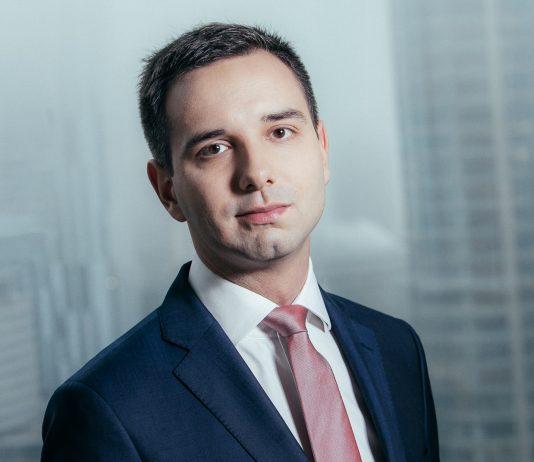 Damian Olko,Starszy konsultant w zespole analiz ekonomicznych Deloitte