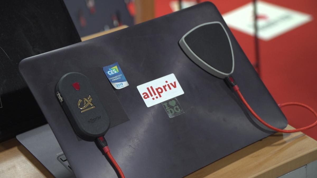 Rośnie liczba ataków hakerskich poprzez publiczne sieci Wi-Fi. Niewielkie urządzenie testowane przez wojsko pozwala skutecznie ochronić komputer 1