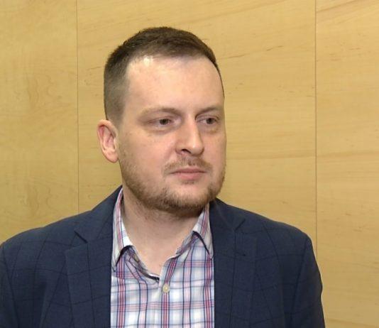 Codziennie czterech Polaków dowiaduje się, że są nosicielami wirusa HIV. Innowacyjne terapie ograniczają liczbę przyjmowanych leków i ich skutki uboczne