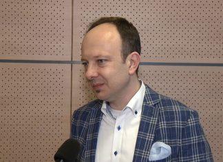 """Pierwsze zmiany z """"piątki Kaczyńskiego"""" przyjęte przez rząd. Realizacja pakietu może być problemem dla budżetu już w przyszłym roku"""