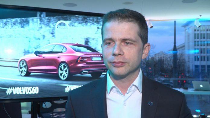 Volvo stawia na hybrydy i najwyższe technologie. Nowy model S60 wyposażono w system umożliwiający komunikację między samochodami