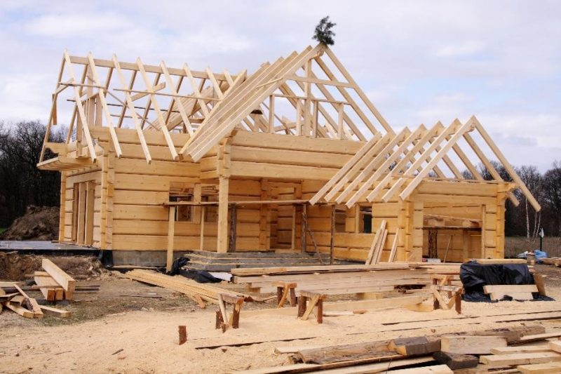 Średnio 369 000 PLN za budowę domu z drewna. Raport Oferteo.pl_