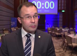 Płatności bezgotówkowe możliwe w coraz większej liczbie polskich urzędów oraz systemach transportu miejskiego. Przyszłością staną się transakcje realizowane za pomocą aplikacji mobilnych