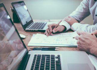 Dlaczego warto pracować z doradcą kredytowym