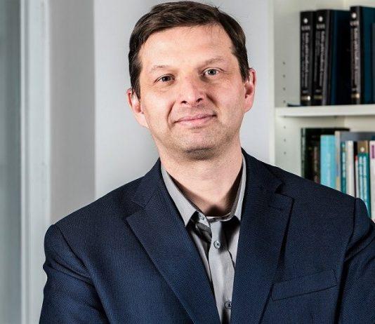 Marek Zuber, ekonomista