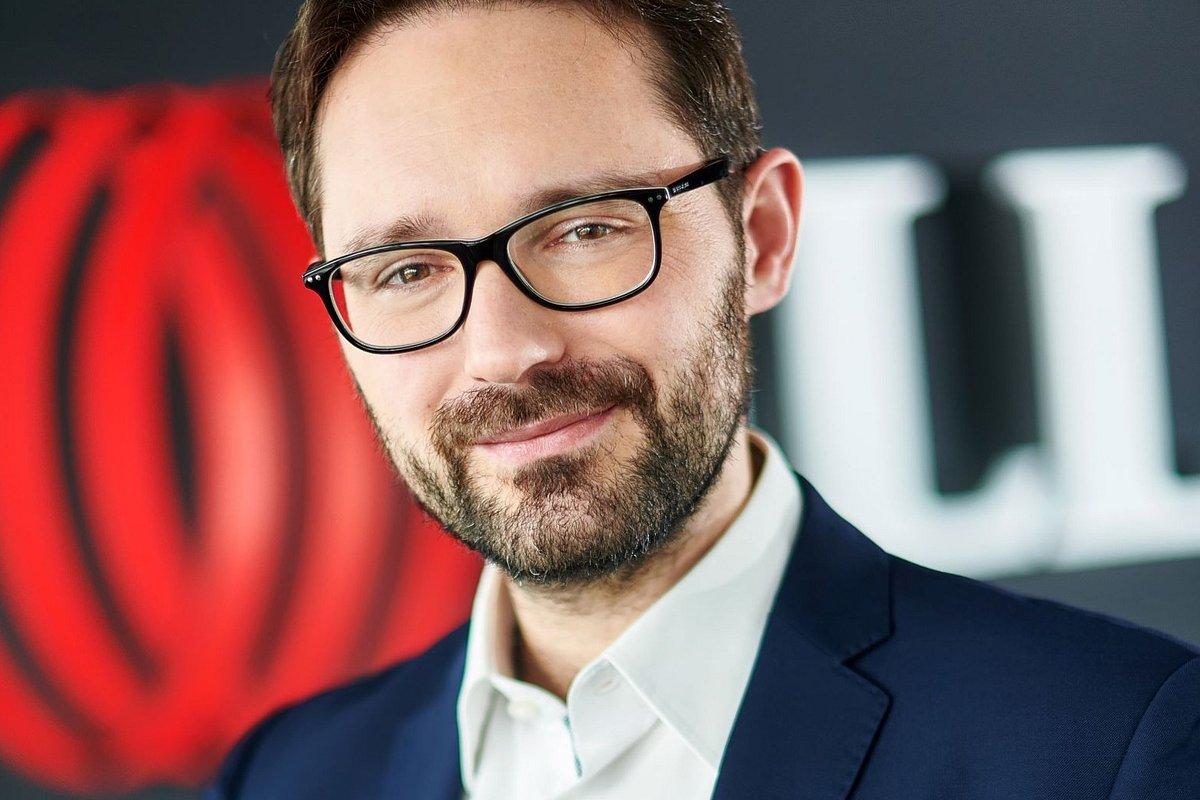 Maximilian Mendel, Dyrektor Działu Inwestycji Mieszkaniowych JLL
