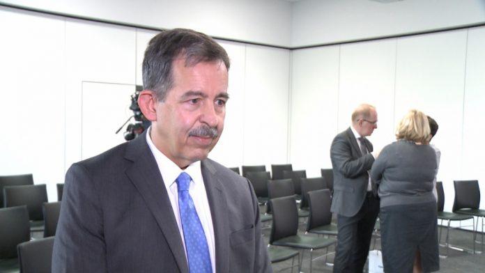S. Mull, były ambasador USA w Polsce: Sztuczna inteligencja będzie zmieniać gospodarki i stosunki międzynarodowe. Musimy zacząć znajdować ludziom inne zawody