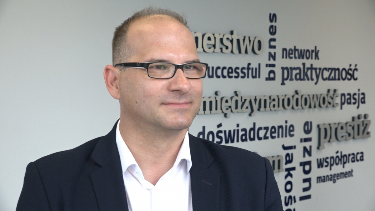 Ponad połowa firm w Polsce musi ograniczać inwestycje przez braki kadrowe. Przedsiębiorstwa coraz częściej inwestują w swój wizerunek, by przyciągnąć pracowników 1
