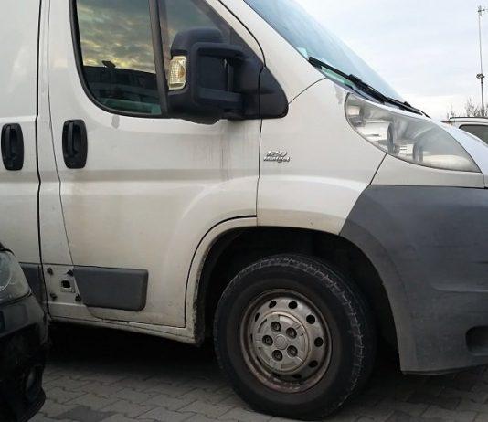 samochód parking bus transport