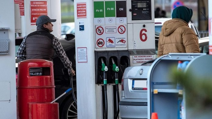 stacja benzynowa paliwa