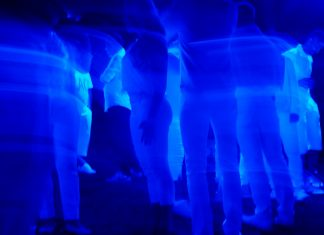 blue-light-1869254_1920