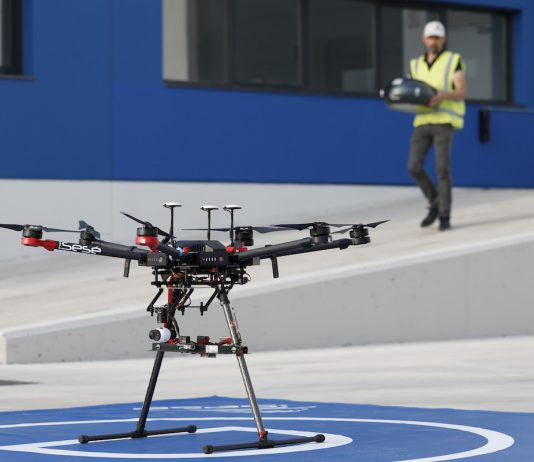 Drones-the-steering-wheel-that-comes-from-the-sky_01_small