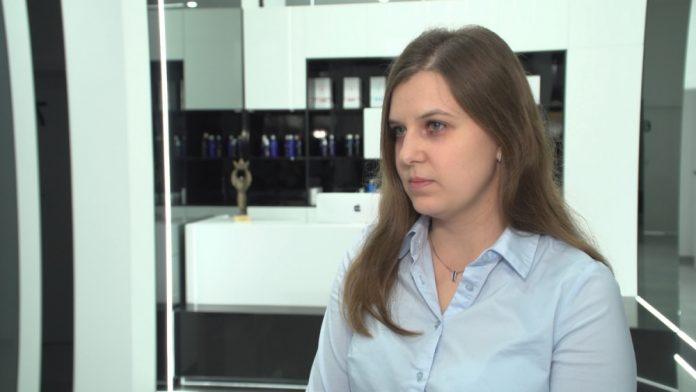 Problem łysienia w Polsce dotyczy połowy społeczeństwa. Wypadanie włosów może świadczyć o poważnej chorobie