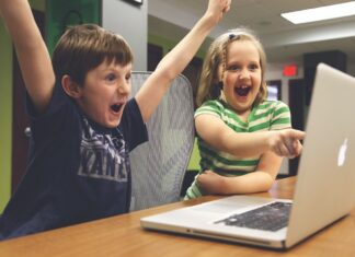 dzieci komputer
