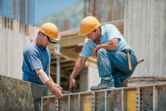 [PR] Branża budowlana nie poddaje się kryzysowi – 92% firm działa dalej_small