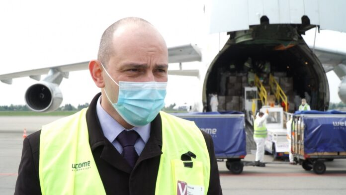 Poprawia się dostęp do masek, kombinezonów i środków do dezynfekcji. Do Polski trafiają kolejne transporty z Chin