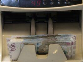 Sektor finansowy na wojnie z fałszerzami pieniędzy. Inwestuje w coraz bardziej innowacyjne technologie druku [DEPESZA]