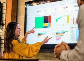Badanie Microsoft AI motywuje firmy do podnoszenia umiejętności pracowników