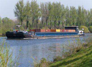 statek łódź barka