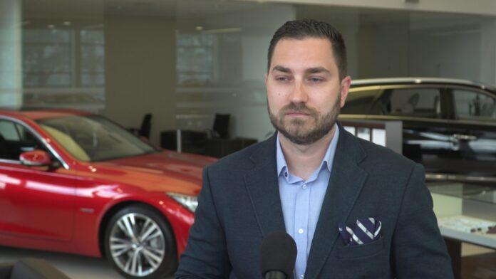 Nastroje klientów na rynku motoryzacyjnym stopniowo się poprawiają. Powrót do normalności może potrwać nawet dwa lata