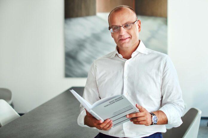 Prof. dr hab. Adam Mariański