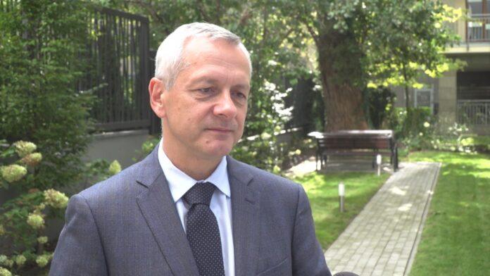 Minister Zagórski: Cyfryzacja szkół przebiega zgodnie z planem. Do końca roku 21 tys. placówek będzie mieć szybki i darmowy internet